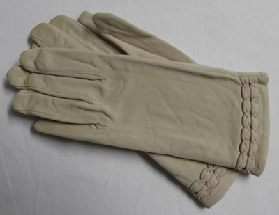 Gloves; Dents; 1950s; 2016.42