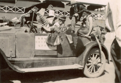 Cast of 1938 production of Dad and Dave in a car, Hughenden Queensland ; Unidentified; 2013; 2013-92
