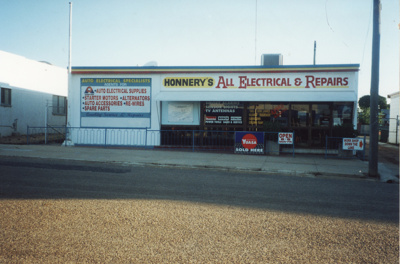 Honnery's All Electrical & Repairs, Hughenden, 2001; Murdoch, Colleen; 2001; 2011-208