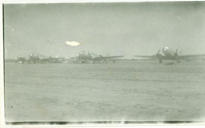 Dakota planes delivering food and other essentials during Rail strike, Hughenden 1948; Unidentified; 1948; 2012-69