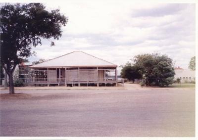 Police sergeant's residence, Hughenden; Unidentified; 2011-204
