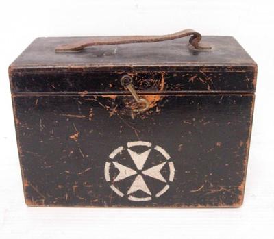 St. John's Wooden Carry Case; MED1/6