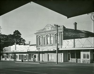 Galt Building on Bridge Street, Mataura; Andrew Ross; 04.05.2014; MT2015.25.23