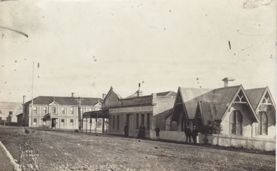 Photograph [Bridge Square, Mataura]; unknown photographer; 1912-1930; MT2011.185.126