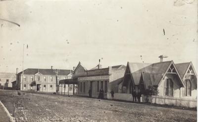 Photograph [Bridge Square, Mataura]; unknown photographer; 1912-1930; MT2011.185.126