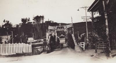 Photograph [Mataura Celebration, decorated bridge]; unknown photographer; bef.1939; MT2011.185.327
