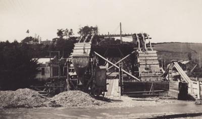 Photograph [Construction Mataura Arch Bridge]; Kerr, Daphne (nee Perry); 1939; MT2012.57.3