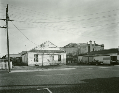 Garage on River Street, Mataura; Andrew Ross; 01.05.2014; MT2015.25.17