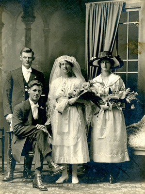 Photograph [Clearwater - Weatherburn Wedding Party]; Mora Studio, The (Gore); 04.07.1923; MT2017.11.1