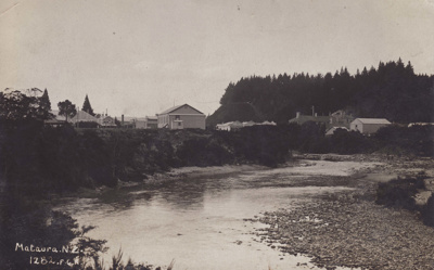 Black and white postcard c.1910 of the Mataura Riv...