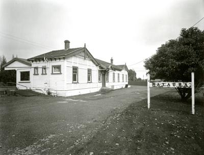 Mataura Railway Station; Andrew Ross; 12.05.2014; MT2015.25.51