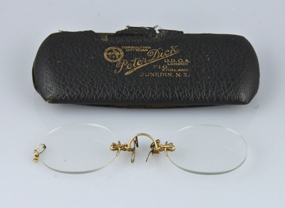 Spectacles; a pair of frameless pince nez with gol...
