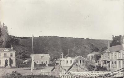 Postcard [Bridge Square, Mataura]; Sleeman, C.P. (Mr); 1910-1920; MT2011.185.112