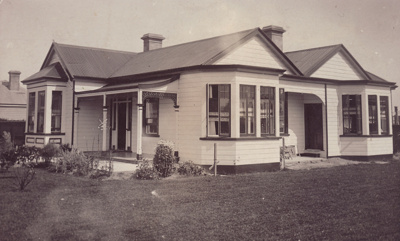 Postcard, [A.N. MacGibbon's house, Mataura]; unknown photographer; 1913; MT2013.22.1