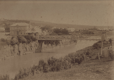 Photograph [Suspension Bridge, Mataura]; unknown photographer; 1890-1900; MT2011.185.145