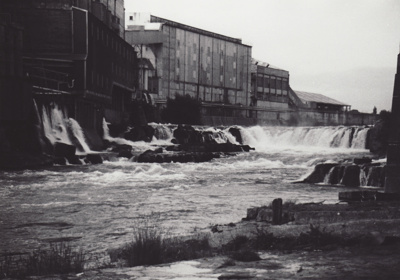 Photograph [Mataura Falls and Mataura Freezing Works] ; unknown photographer; 1940-1990; MT2011.185.160