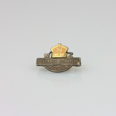 Badge, Royal New Zealand Returned and Services' Association, R.S.A [Hugh Brown McConnell]; unknown maker; 1945-1974; MT2015.21.11