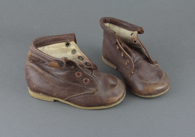 Boots; a pair of toddler's brown leather boots, si...