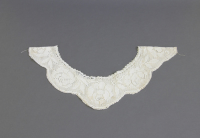 Collar; a collar for a woman's dress/blouse croche...