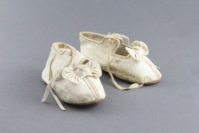 Shoes; a pair of white kid leather baby shoes.