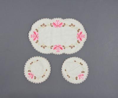 Duchess set in cream linen comprising a larger ova...