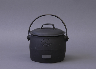 Pot; a No 5 Kenrick, 4 Pint cast iron pot. The fro...