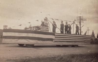 Photograph [Float, V.E. Day, Mataura]; unknown photographer; 09.05.1945; MT2017.17.1