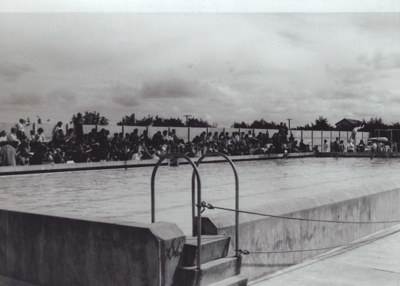 Photograph [Mataura Swimming Pool]; Bradley, James (Mr); 1950-1960; MT2011.185.210