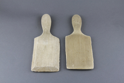Butter pats; a pair of wooden butter pats, with ri...