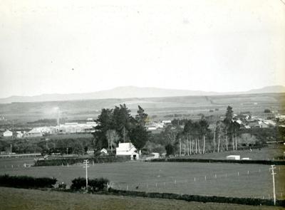 Photograph [16 of 42, McConnell Album] ; Hyne, W. Crown Studio (Gore); 1925; MT2015.15.16