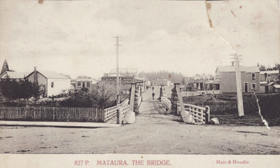 Undated black and white postcard of the Mataura su...