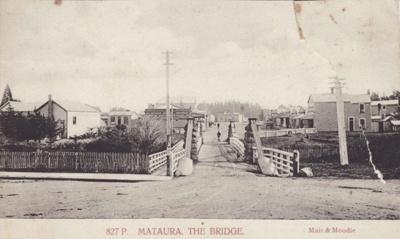Postcard [Suspension Bridge at Mataura]; Muir & Moodie; c.1905; MT2011.185.93