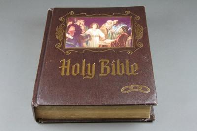 Bible [Mataura Oddfellows Lodge, No 40]; Heirloom Bible Publishers; 1978; MT2015.14