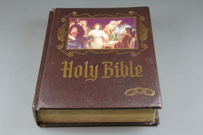Bible [Mataura Oddfellows Lodge, No 40]; Heirloom Bible Publishers; 1978; MT2015.14