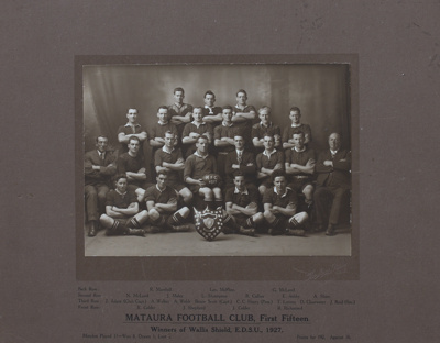 Photograph [Mataura Football Club, 1st XV, 1927]; Mora Studio, The (Gore); 1927; MT2011.185.474
