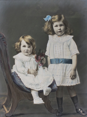 Photograph [Agnes and Elizabeth Taylor]; unknown photographer; c.1917; MT2012.1