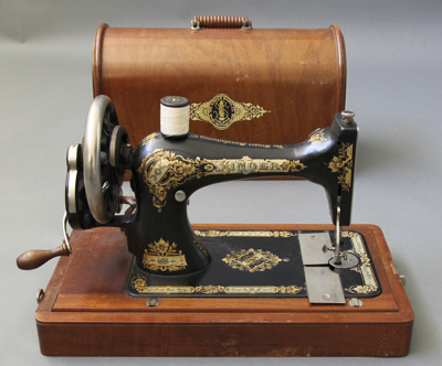 Sewing Machine; a singer model 28 sewing machine w...