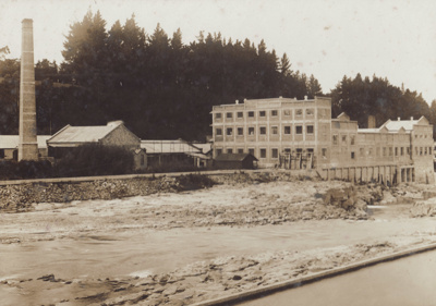 Photograph [Mataura Paper Mill and Mataura River]; unknown photographer; 1923; MT2011.185.43