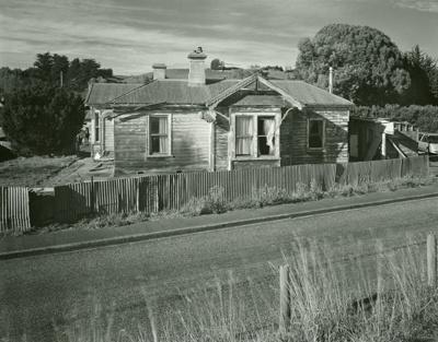 House on Mataura Terrace, Mataura; Andrew Ross; 02.05.2014; MT2015.25.20