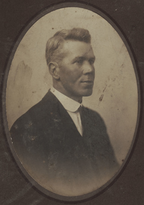 Photograph [Unidentified Man]; unknown photographer; 1910s-1920s; MT2011.185.248