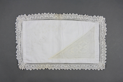 Pillow case; McGowan, Elizabeth [Bessie]; 1900-1927; MT2014.8.3