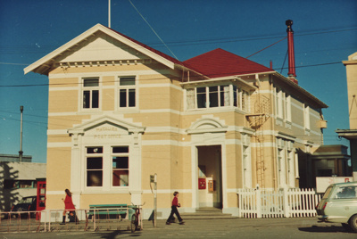 A colour photograph of the Mataura Post Office. Th...