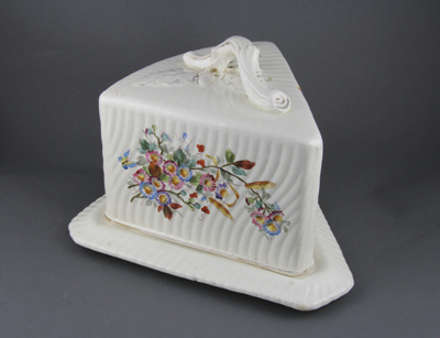 Cheese dish; a triangular-shaped cheese dish set (...