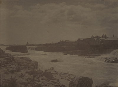 Photograph [Mataura River and Mataura Falls]; unknown photographer; 1890s-1910s; MT2011.185.408.2