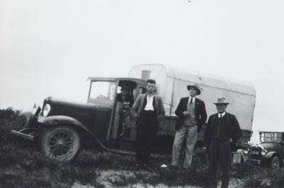 Photograph [Beach Trip]; unknown photographer; 1935-1937; MT2012.41.7
