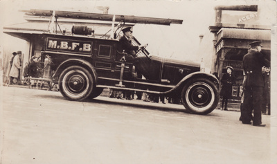 Photograph [Chalmers Fire Engine, Mataura Volunteer Fire Brigade]; unknown photographer; 1930-1940; MT2013.24.1