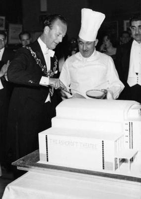 PHOTO FAIRFIELD OPENING CAKE; NOV 1962; 196211HA
