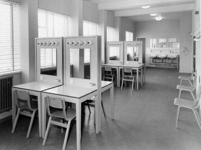 PHOTO FAIRFIELD DRESSING ROOM; NOV 1962; 196211JV