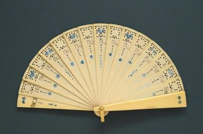 Brisé Fan; c.1920; LDFAN2011.130