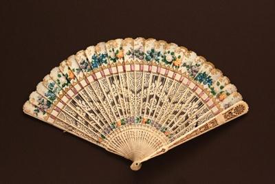 Bone Brisé Fan, Chinese; c.1810; LDFAN2009.38